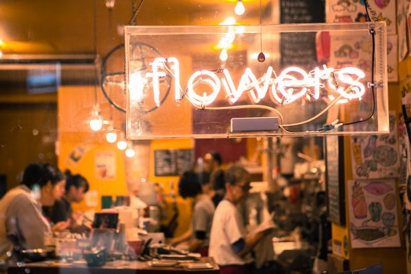 ABOUT|FLOWERS HAMBURGER & GRILL